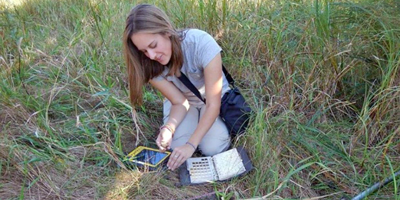 Rhianna Sommers describing a hydric soil at a wetland site
