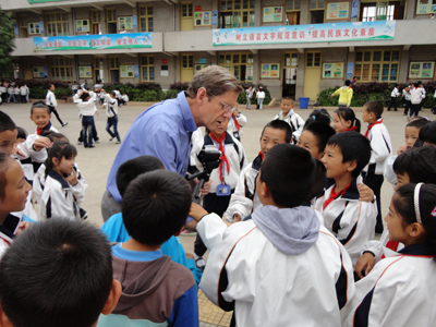 photo of Craig Barringe talking with children in China