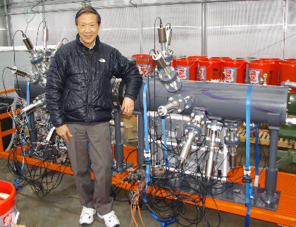 Junru Wu with machine