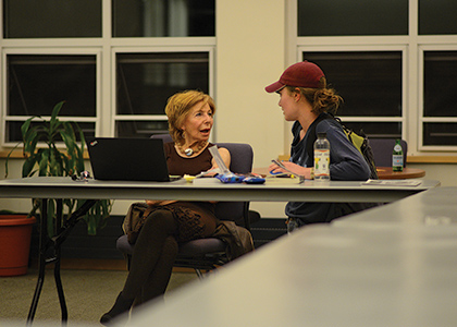 Gail Sheehy talking with a UVM student in Living Learning