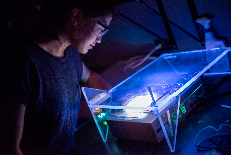 Suma Lashof looks at gel under UV light