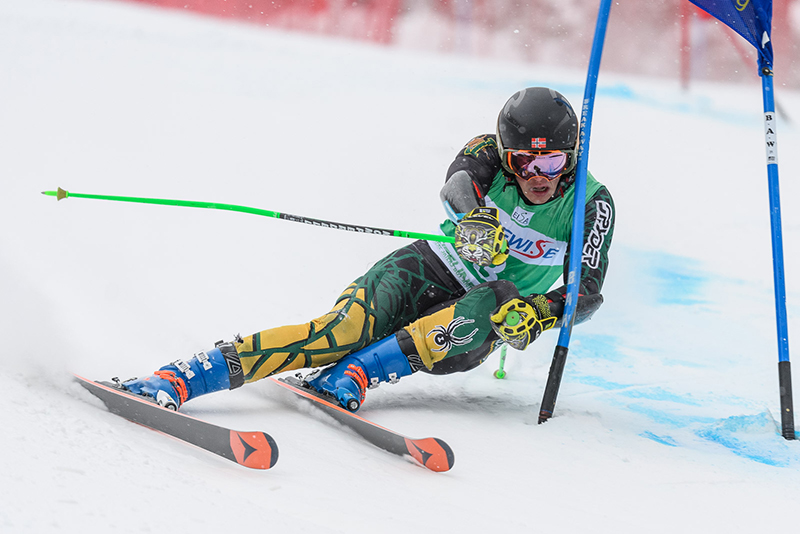 Max Roeisland skiing for UVM